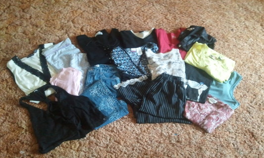 §§ LOT of Womens/Jrs Clothing §§