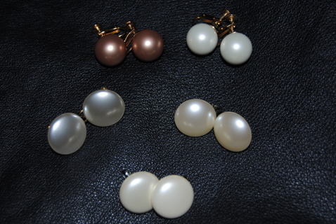 LOOK!!! ***Lot of Vintage Faux Pearl Clip On and Screwback Earrings***