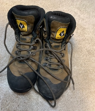 Men's Vasque Hiking Boots Excellent Pre Owned Condition Size 9.5 Protect Your Feet with Quality