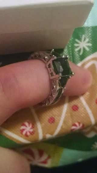 *****10kt white gold Emerald ring! Size 7*****