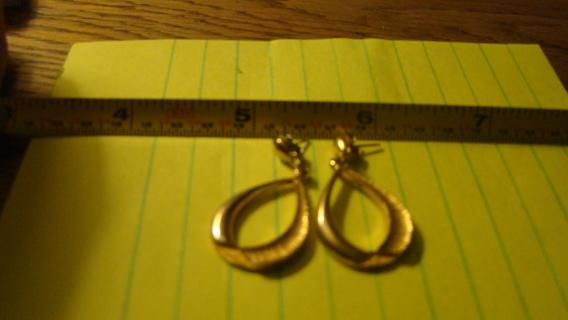 gold tone dangle hoops