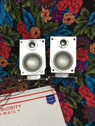 Emerson shelf speakers silver/black 60-1442