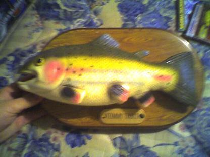 Free tommy trout the singing fish other toys for Talking fish toy