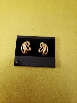Vtg Goldtone Clip On Earrings