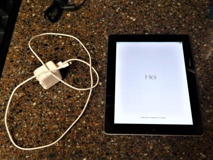Apple iPad 4 16GB Wi-Fi 9.7in Black MD510LL/A A1458 - FREE SHIPPING