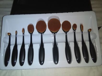 OVAL MAKEUP BRUSH SET!