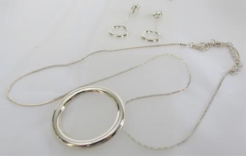 Earrings w Necklace in Silver Set