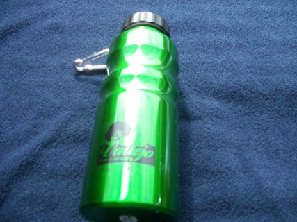 NEW stainless steel reusable water bottle green