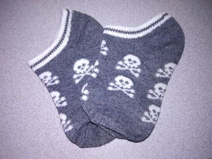 NEW Toddler Girls Skull Socks 2T-3T