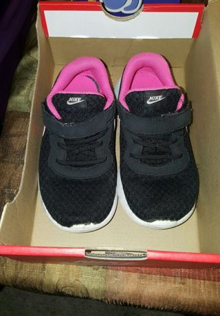 Pre-owned Girls/Toddler Nike Shoes Size 10 Black and Hyper Pink