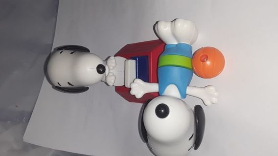 Snoopy kids meal toys