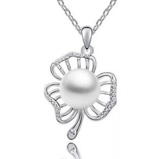 Pearl Clover Necklace