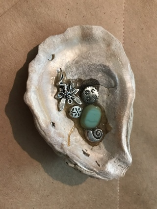oyster shell with charms   ID   A15