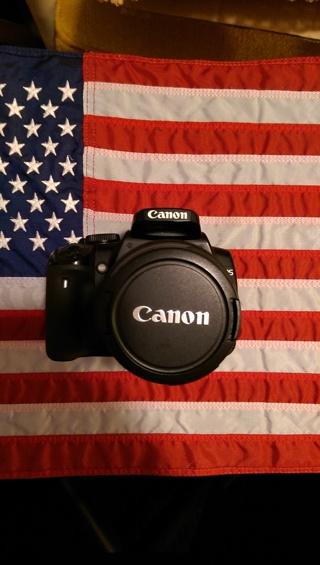 Canon XTi 10.1MP DSLR Camera