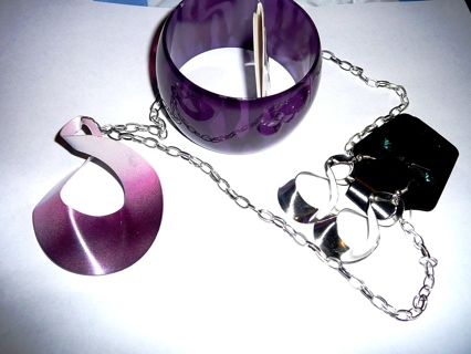 New Metal Purple and Silver Fashion Jewelry Necklace with Earrings and Bangle Bracelet