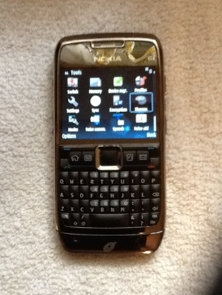 StraightTalk Nokia E71 with extras!