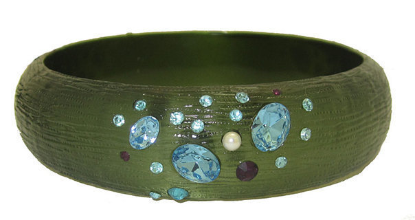 WIDE BANGLE WITH JEWELS SELECT BLACK OR GREEN NEW QUALITY JEWELRY