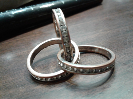 Lovley 3 Ring Entwined Ring set  size 6.5