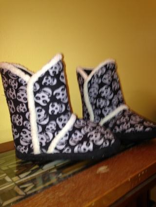 Iron Fist slippers, EUC Sz M (8)
