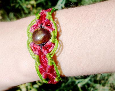 Macrame bracelet with agate fire
