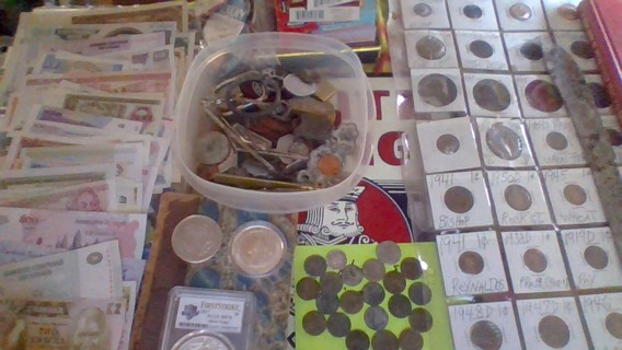 MASSIVE 450 PIECE COLLECTIBLES AUCTION>COINS,FOREIGN NOTES,FOOTBALL CARDS,METAL DETECTING FINDS,ETC.