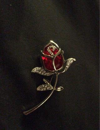Brand new beautiful rose broach