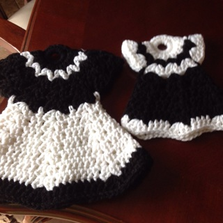 Spring Collection. Hand Crochet one large and one Medium pot holders. Black/White.