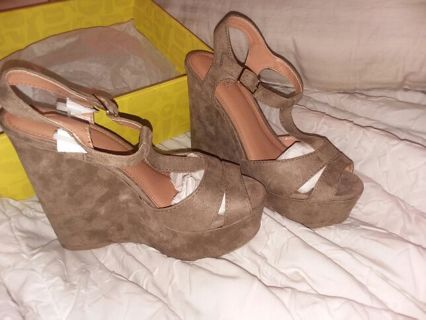 Super cute New in box Women's size 8 Charlotte Russe brand shoes/ wedges