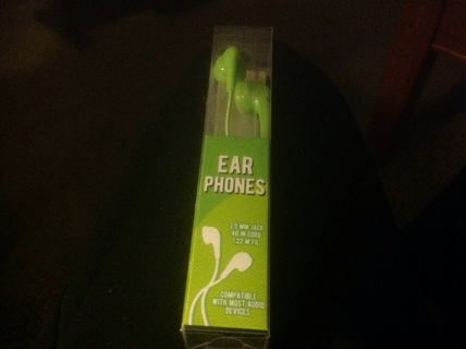 EAR PHONES NEW