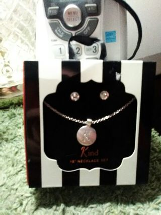18 inch silver tone K necklace and silver tone stud earrings ❤