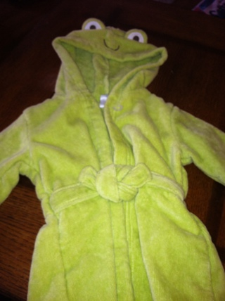 NEW WITH TAGS - CARTER'S LITTLE LAYETTE - BATH ROBE - SIZE 0-9 MONTHS