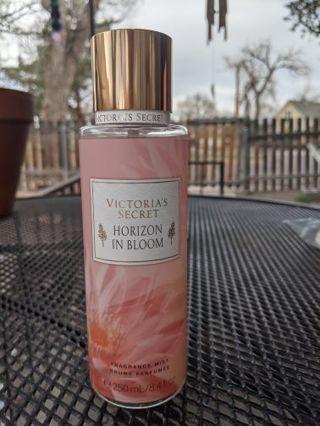 VS horizon in Bloom fragrance mist