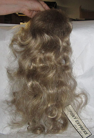 MID LENGTH BLONDE HAIR EXTENSION NEW WITH TAG!!!!!!!!