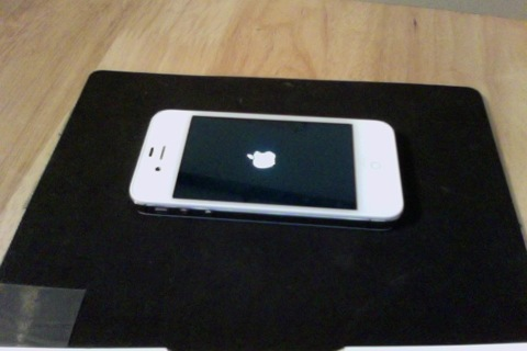 WHITE APPLE IPHONE 4S - READ ENTIRE LISTING