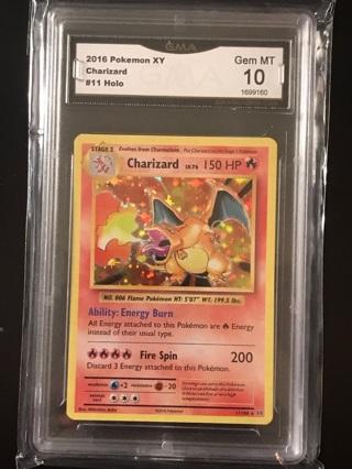 Pokémon Charizard Holo 10/10