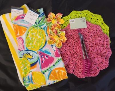 "Crochet 2 - 9"" Dish Cloth/Wash Cloths 2 VELOUR TOWEL***1 PAIR OF TONGS 2 MAGNET FLOWERS"