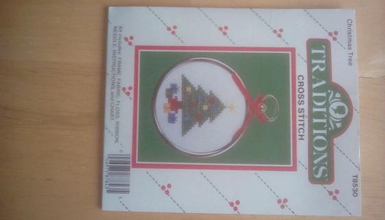 Cross stitch Christmas tree pattern