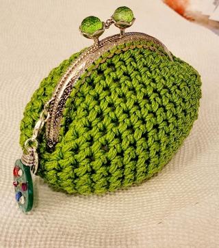 CROCHET 3 1/2 X 3 1/2 COIN PURSE with Small GREEN Ball Clasp**LQQK**