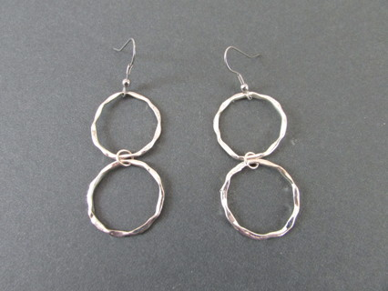 NEW H&M HAMMERED SILVER DOUBLE CIRCLE DANGLE EARRINGS