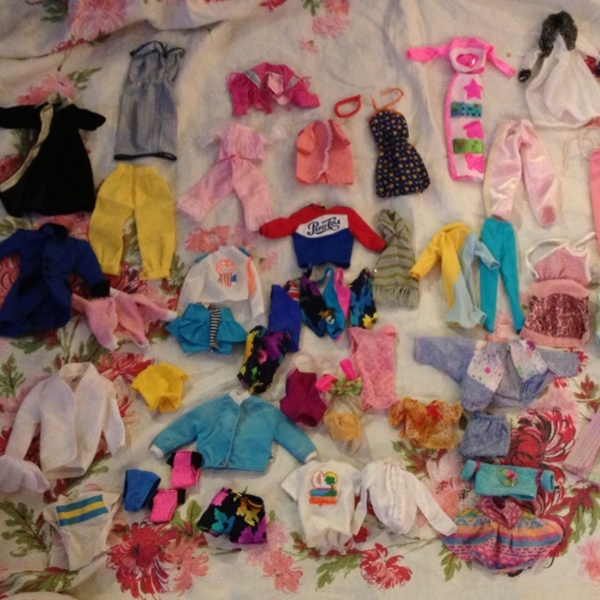 Free: LOT Of 60 Vintage Barbie Clothes From The 80's
