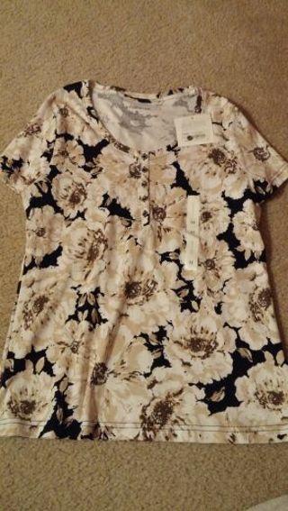 NWT woman's short sleeve top size medium