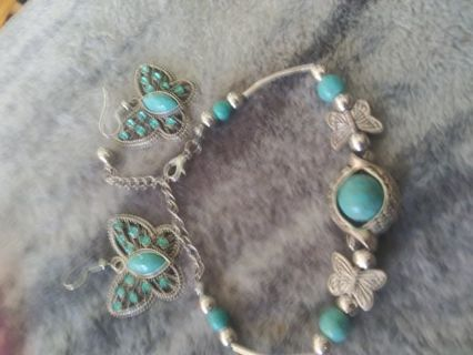 PRETTY TOURQUOISE AND SILVER BRACELET/ EARRINGS WITH RHINESTONES! NEW*
