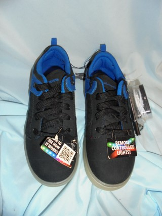 NWT BOYS REMOTE CONTROL LIGHT SHOES 4 W/ RECHARGEABLE CORD