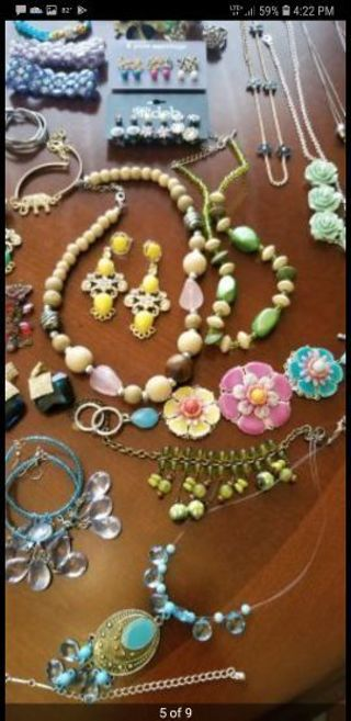 **huge jewelry auction **