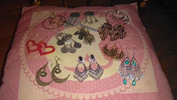 HERE'S 10 PAIRS OF FASHION EARRING LOT JUST FOR YOU  *PLEASE READ*