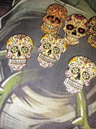 Wooden skull buttons