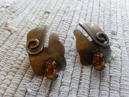 Vintage earrings in Brass