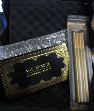 ACE Beaute Grandoise Palette and Luxie Brush Set