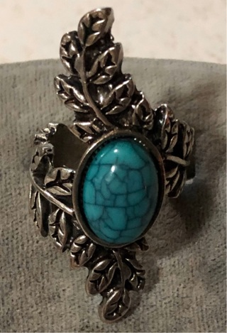 Silver Tone Leaf Ring With Turquoise Colored Stone SZ 6.5