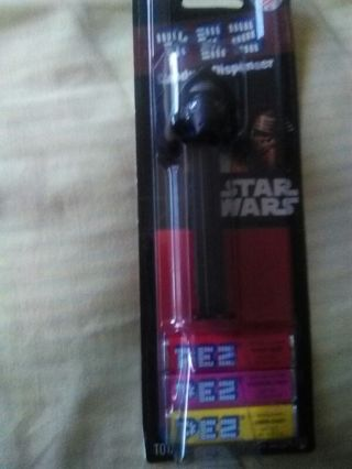 STAR WARS PEZ CANDY AND DISPENSER (new)
